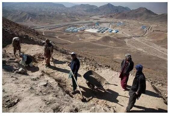 15阿富汗:世界著名的青金石矿床.jpg