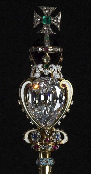 伊丽莎白二世的珠宝10-议会开幕典礼王冠——帝国王冠(Imperial state Crown)-1.jpg