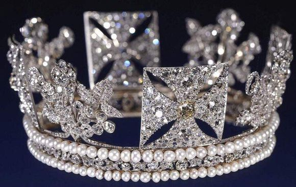 伊丽莎白二世的珠宝11-邮票上的王冠——乔治四世王冠(The King George IV State Diadem)-2.jpg