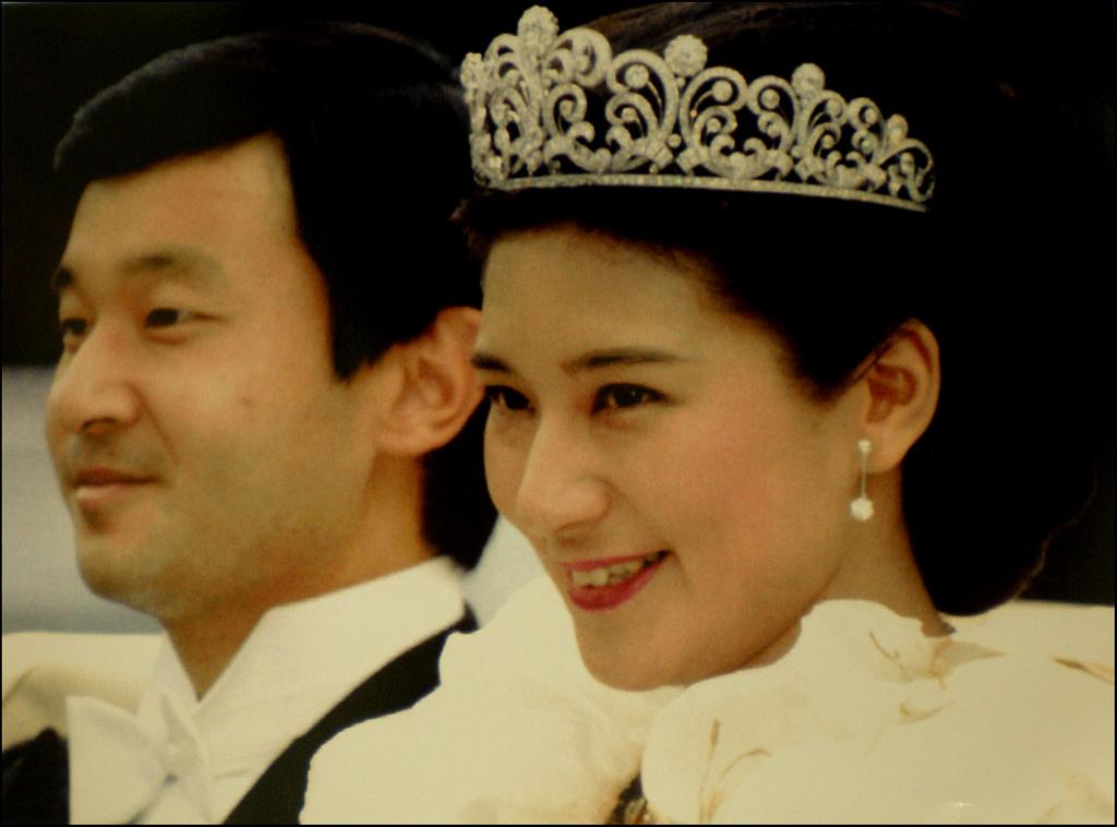 日本王室的王冠和珠宝2.jpg