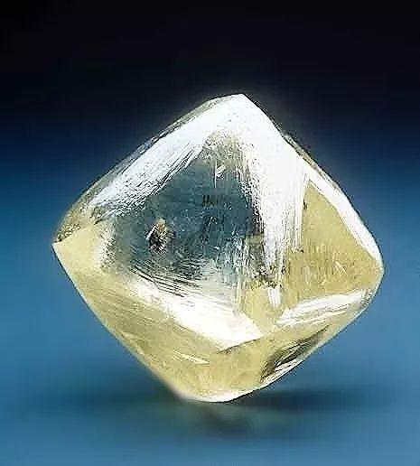 更新:世界最大的正方形祖母绿钻石诞生!14.jpg