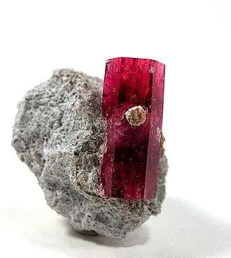 宝石界的珍稀种:红色绿柱石Red Beryl3.jpg